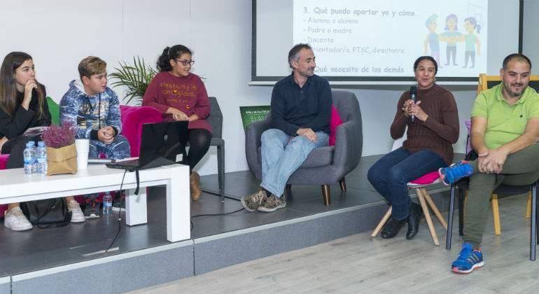 Alumnado y profesorado del IES Arturo-Soria (Madrid) y del CEIP Navas de Tolosa (El Escorial) durante la Jornada de UNAF.