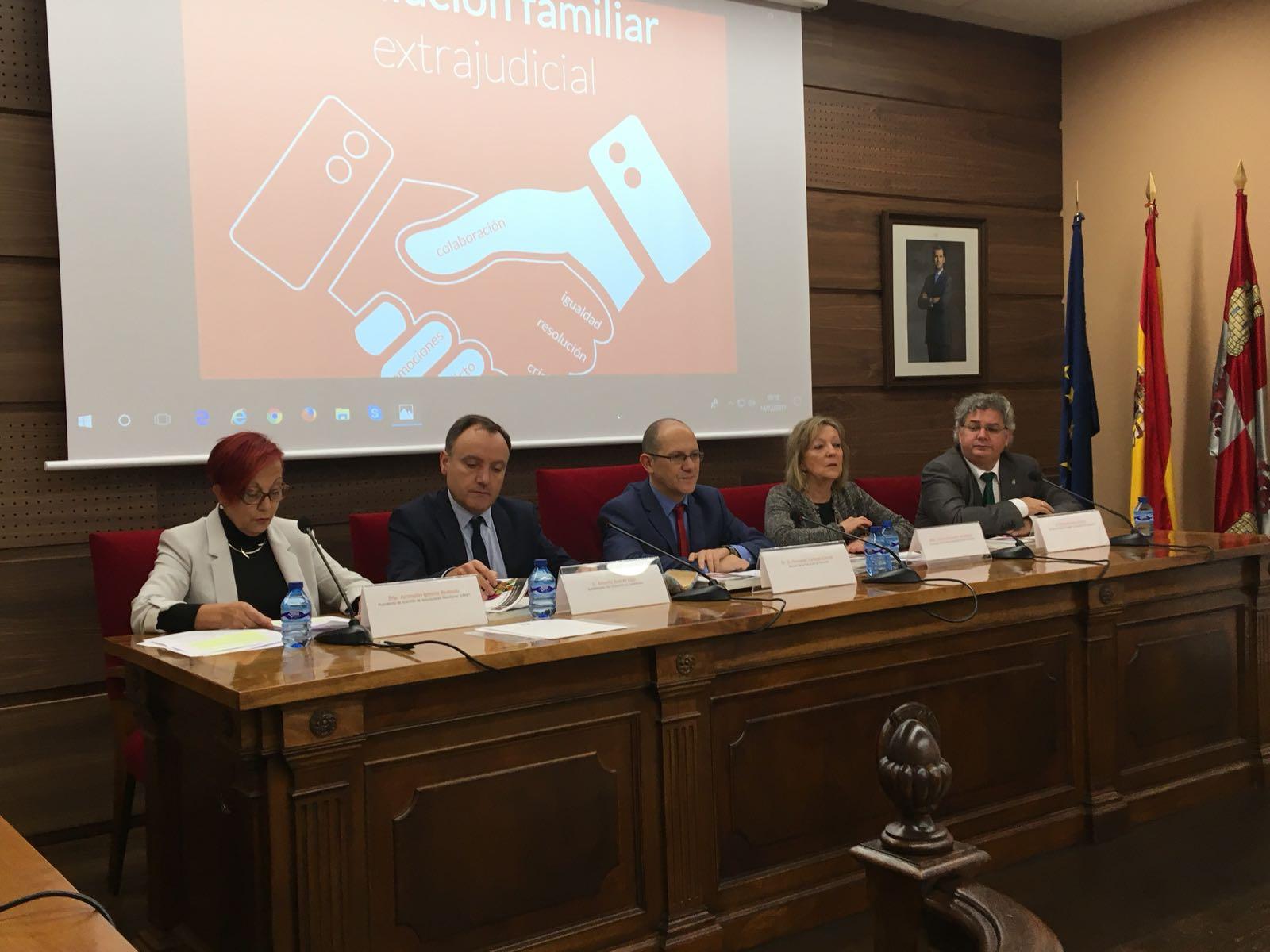 Salamanca debate en torno a la Mediación Familiar Extrajudicial
