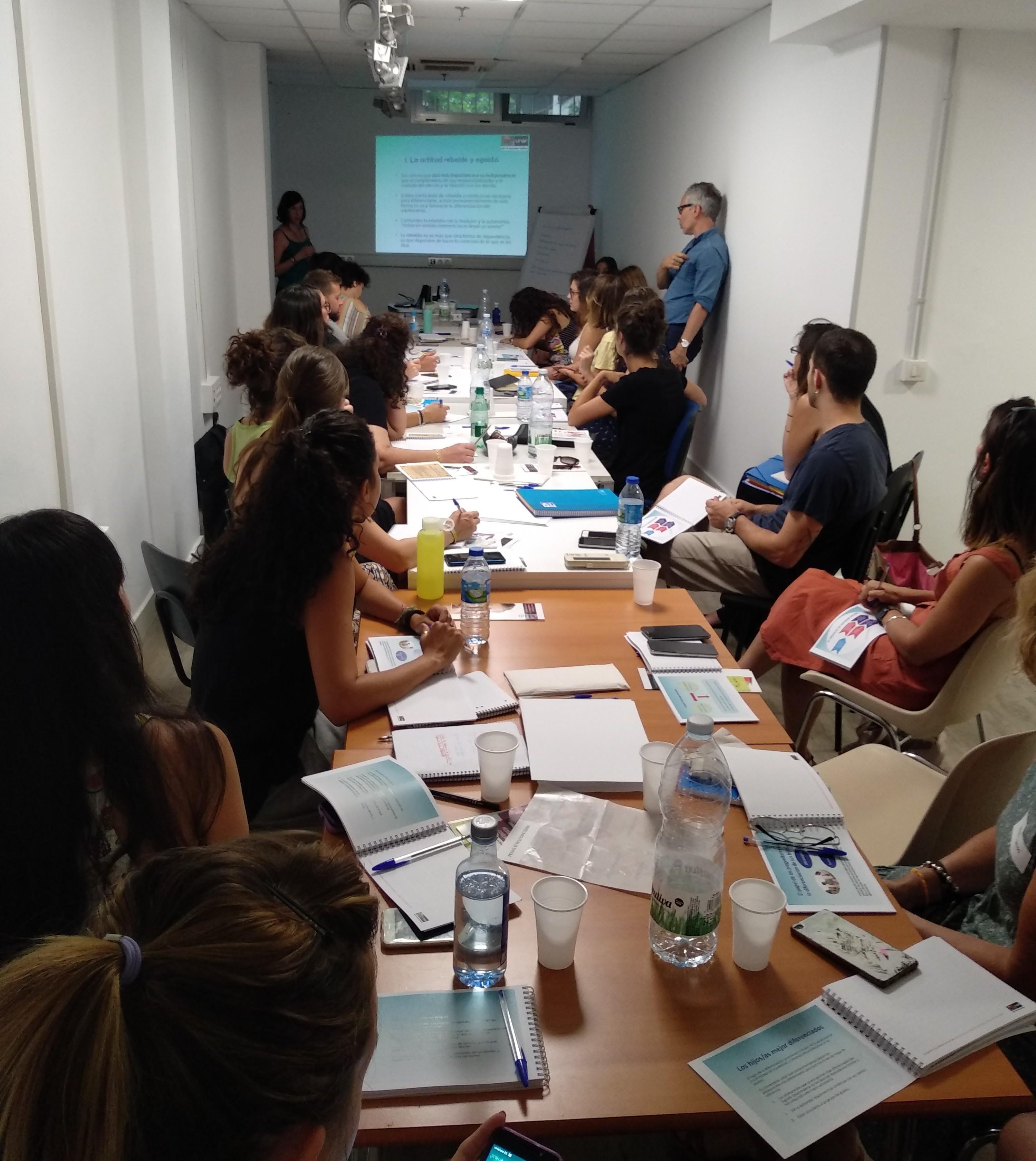 UNAF acerca a los y las profesionales la mediación intergeneracional con adolescentes