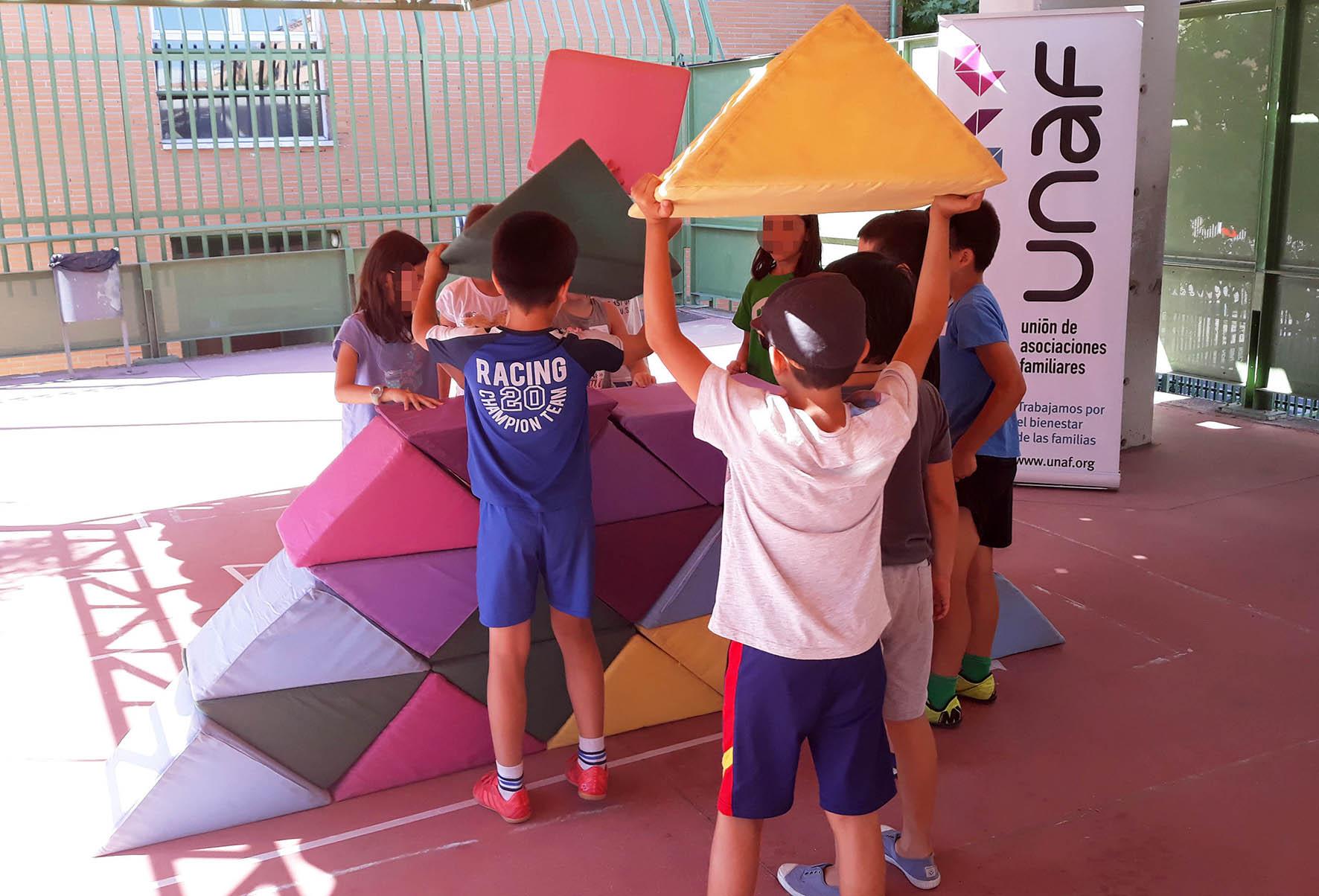 Más de 300 niños y niñas aprenden a resolver conflictos de forma positiva en un campamento escolar en Madrid